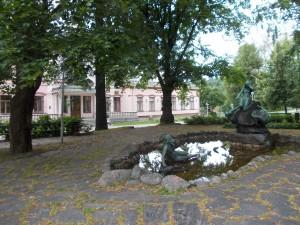 Фонтан-у-музея-Лахти