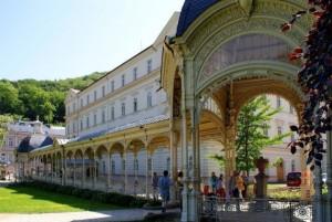 Садовая колоннада