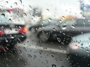 В машине под ливнем