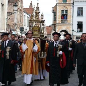 шествие с ракой святой крови